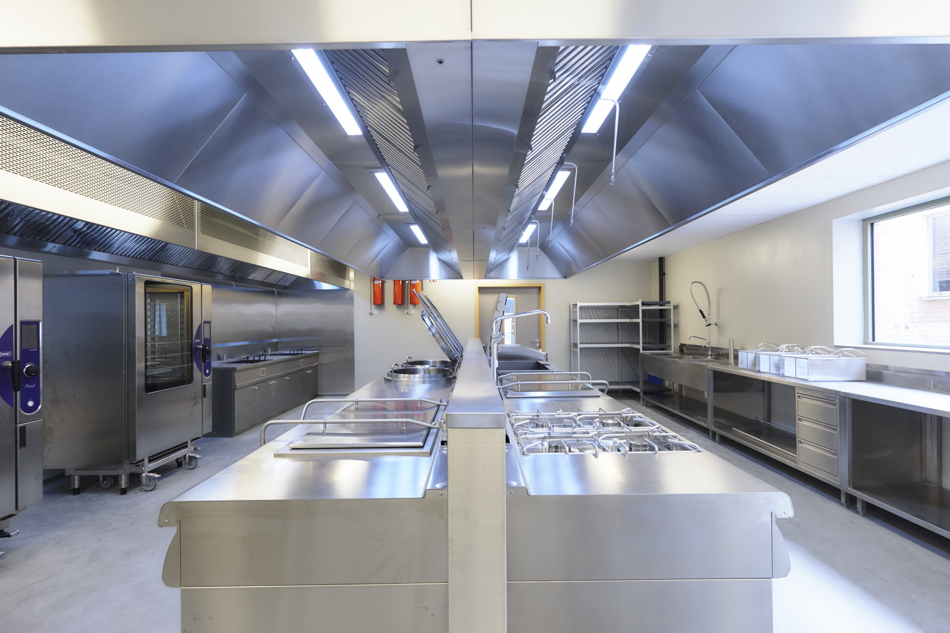 Voor de totale realisatie van de nieuwe keuken, afwaszone en zelfbedieningsrestaurant was CD...