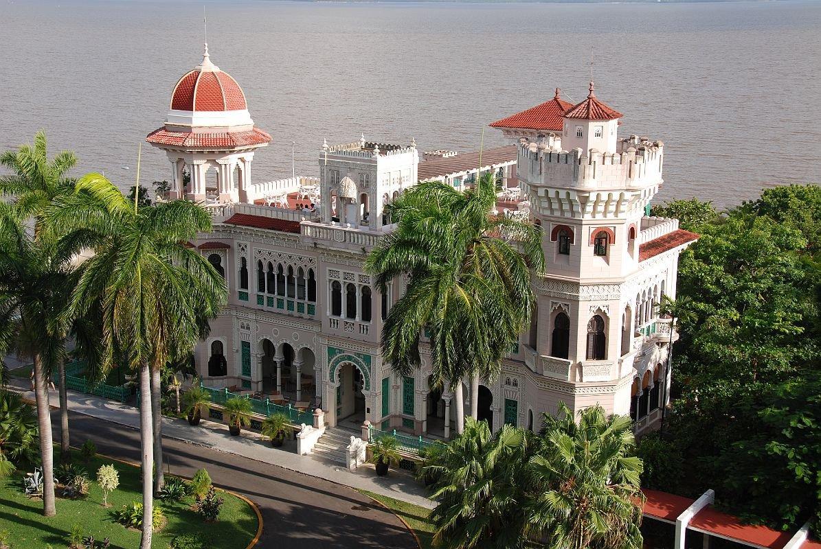 Palacio-Valle-Outside-at-Cienfuegos-
