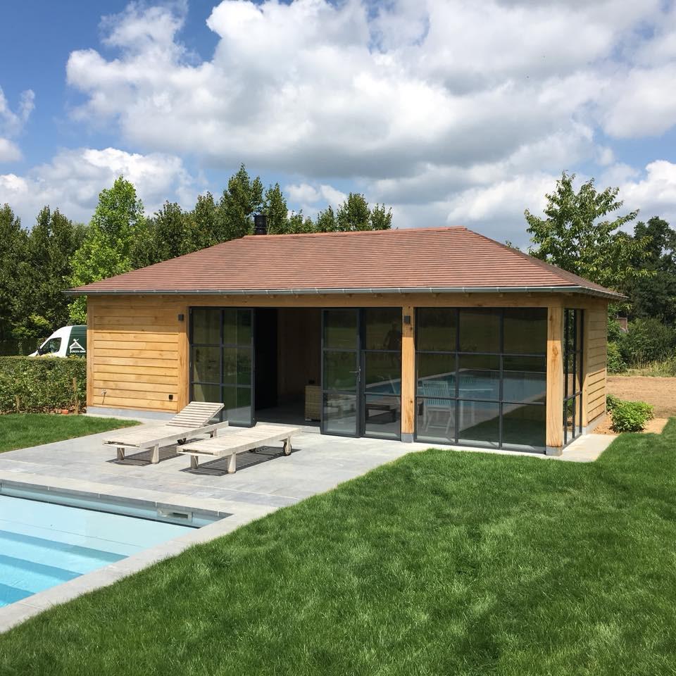 Poolhouse in eik - Ontwerp en realisatie van Green Oak. Eiken structuur geleverd door Cornelis Hout.