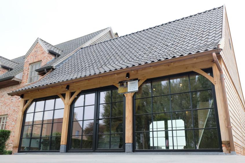 Eiken bijgebouw - Plaatsing door Vanhauwood - eiken bouwpakket Cornelis Hout.jpg