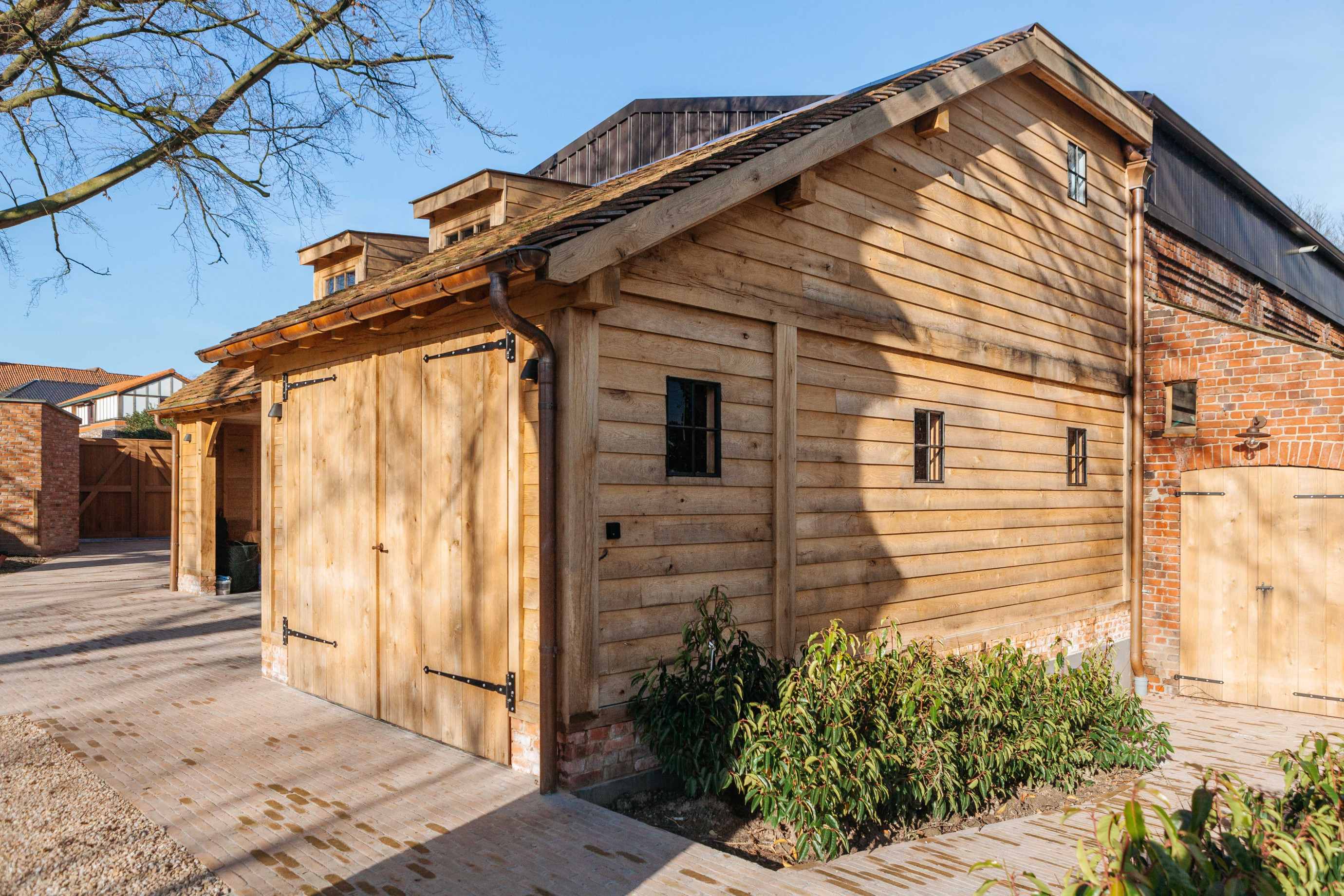 Eiken carport met guest house - Vanhauwood in samenwerking met Cornelis Hout - 2.jpg