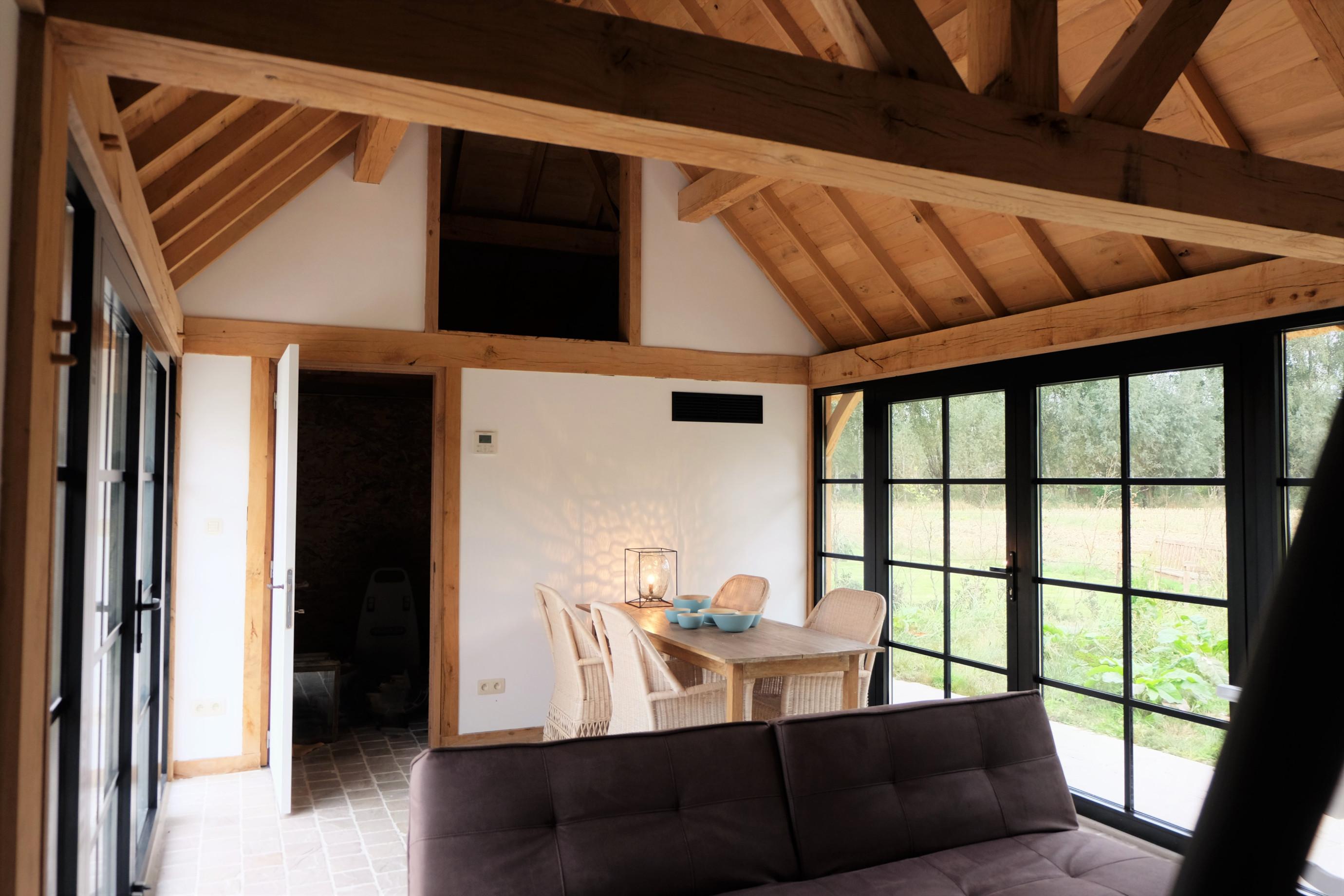 Interieur eiken poolhouse - Vanhauwood in samenwerking met Cornelis Hout.jpg