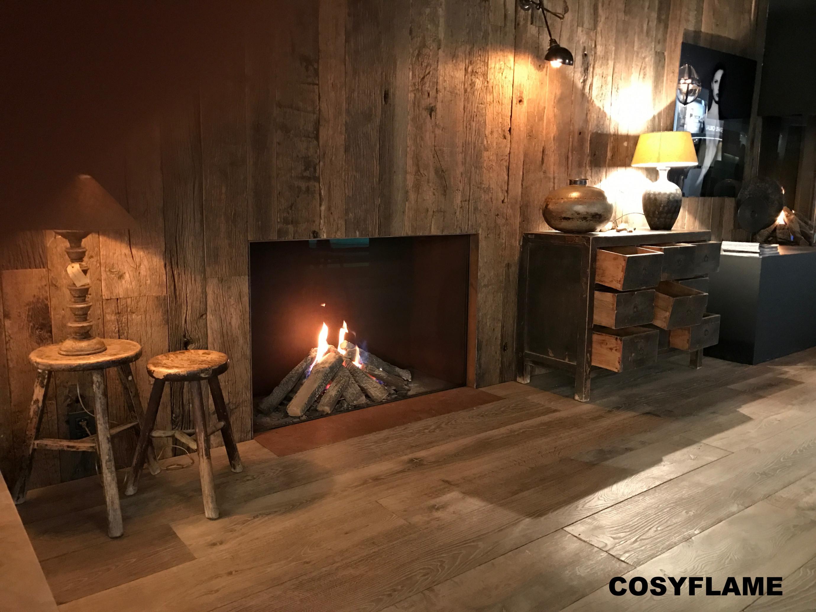 Cosyflame Incognito gesloten gashaard die is ingebouwd in een barnwood meubelwand