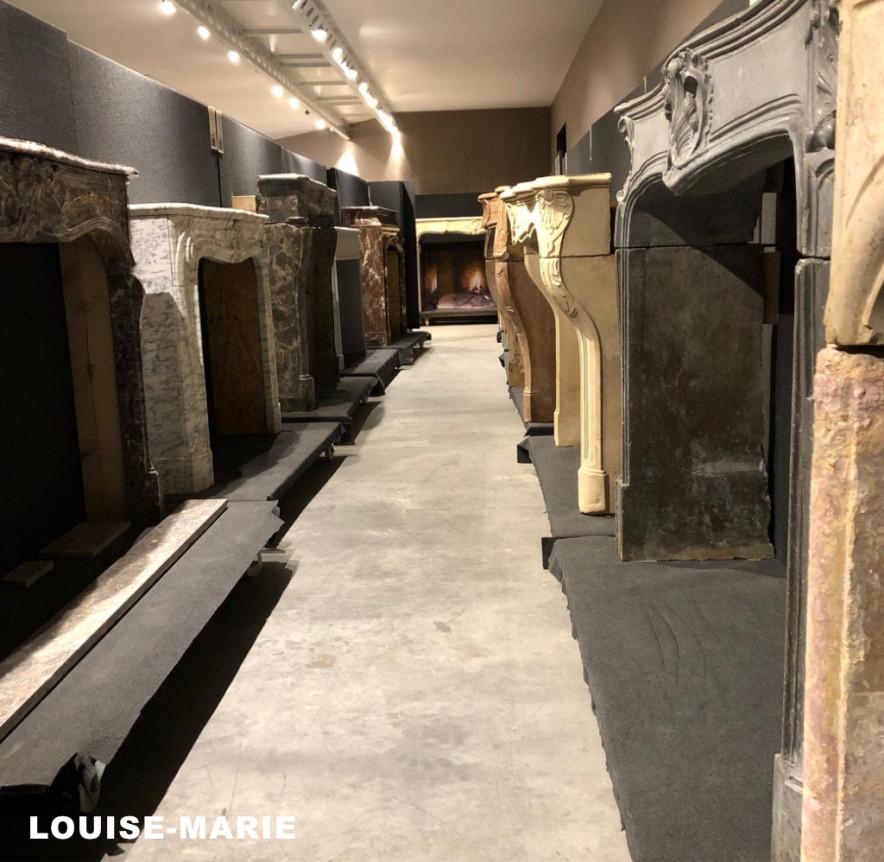 Louise-Marie antieke schouwen in de toonzaal