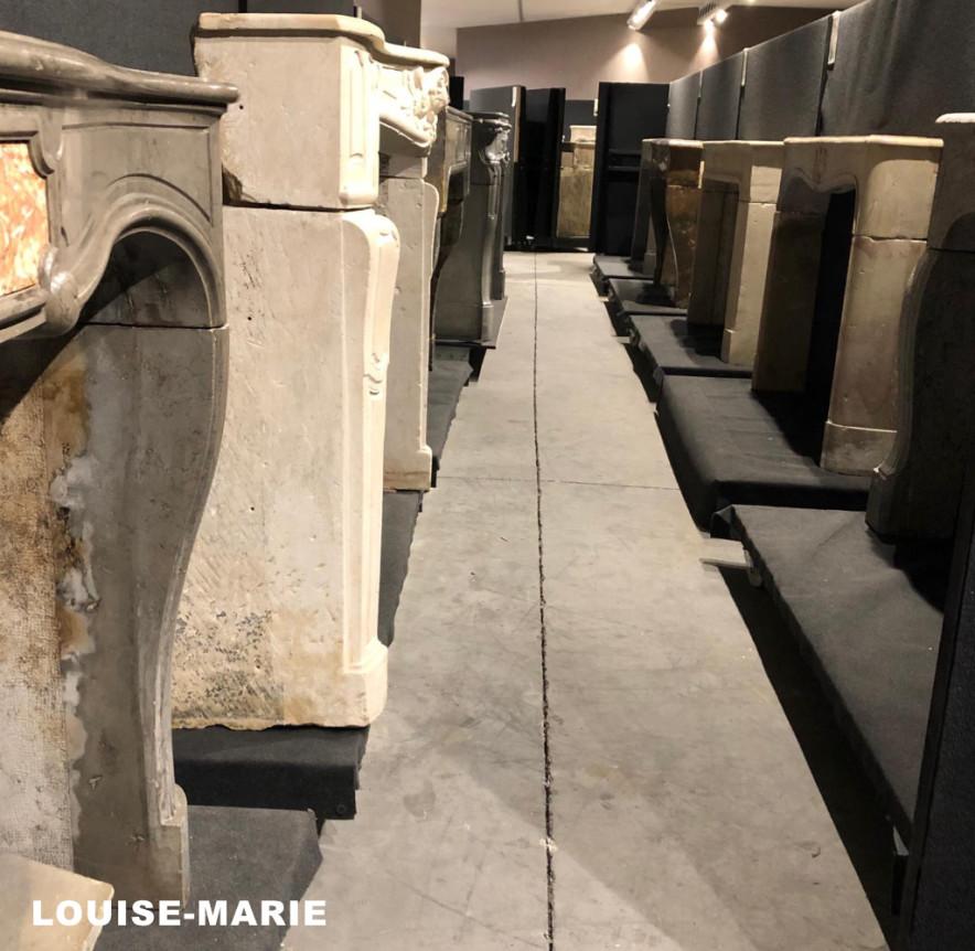 Louise-Marie Franse antieke sierschouwen in de toonzaal