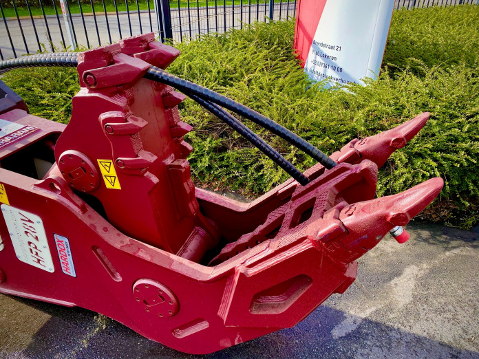 1415 - Vaste vergruizer 25-35 ton HFP-28V CW45 2