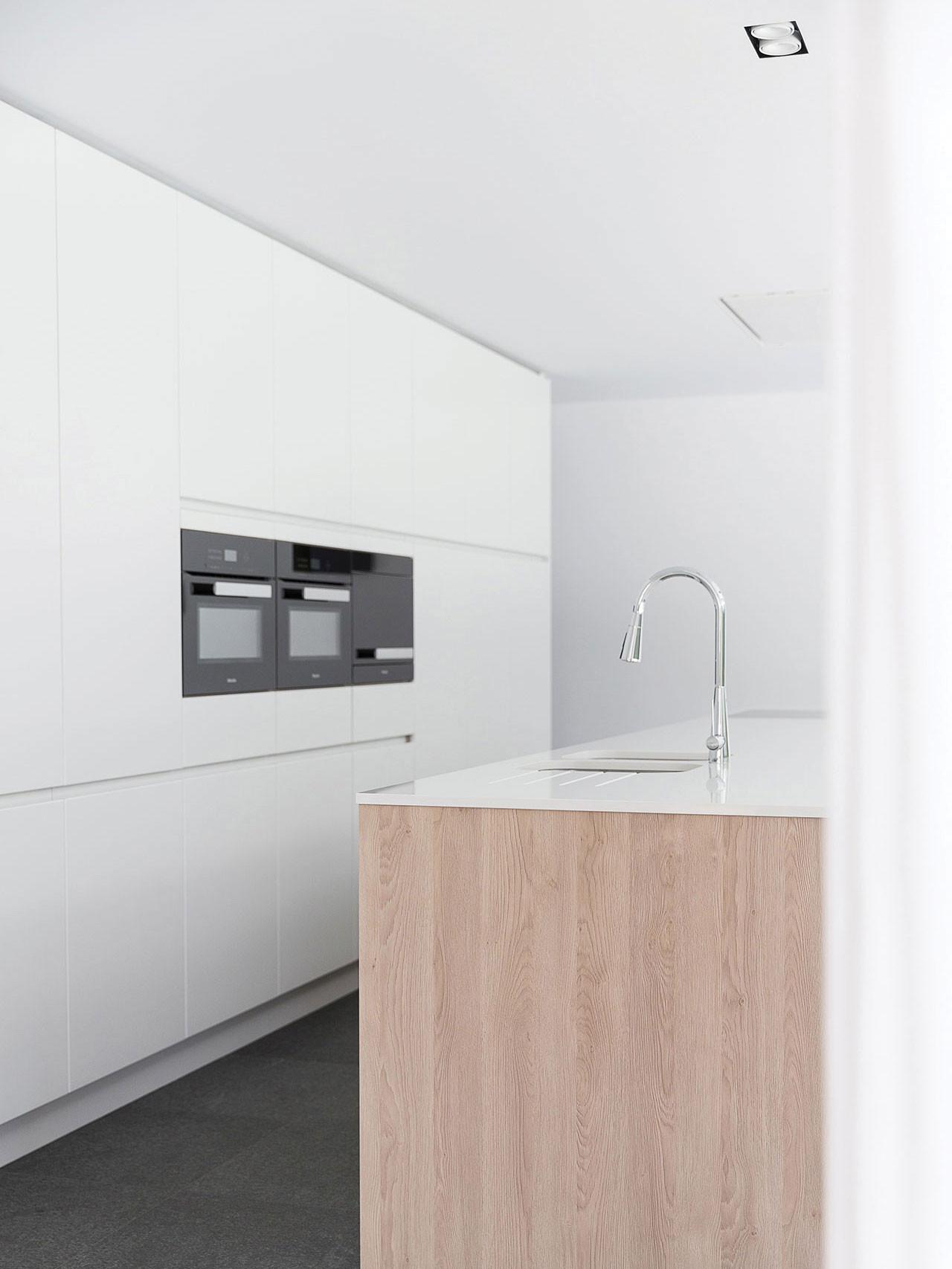 Dekeyzer-hedendaagse-keuken-greeploos-satijnlak-houtdecor-6.jpg