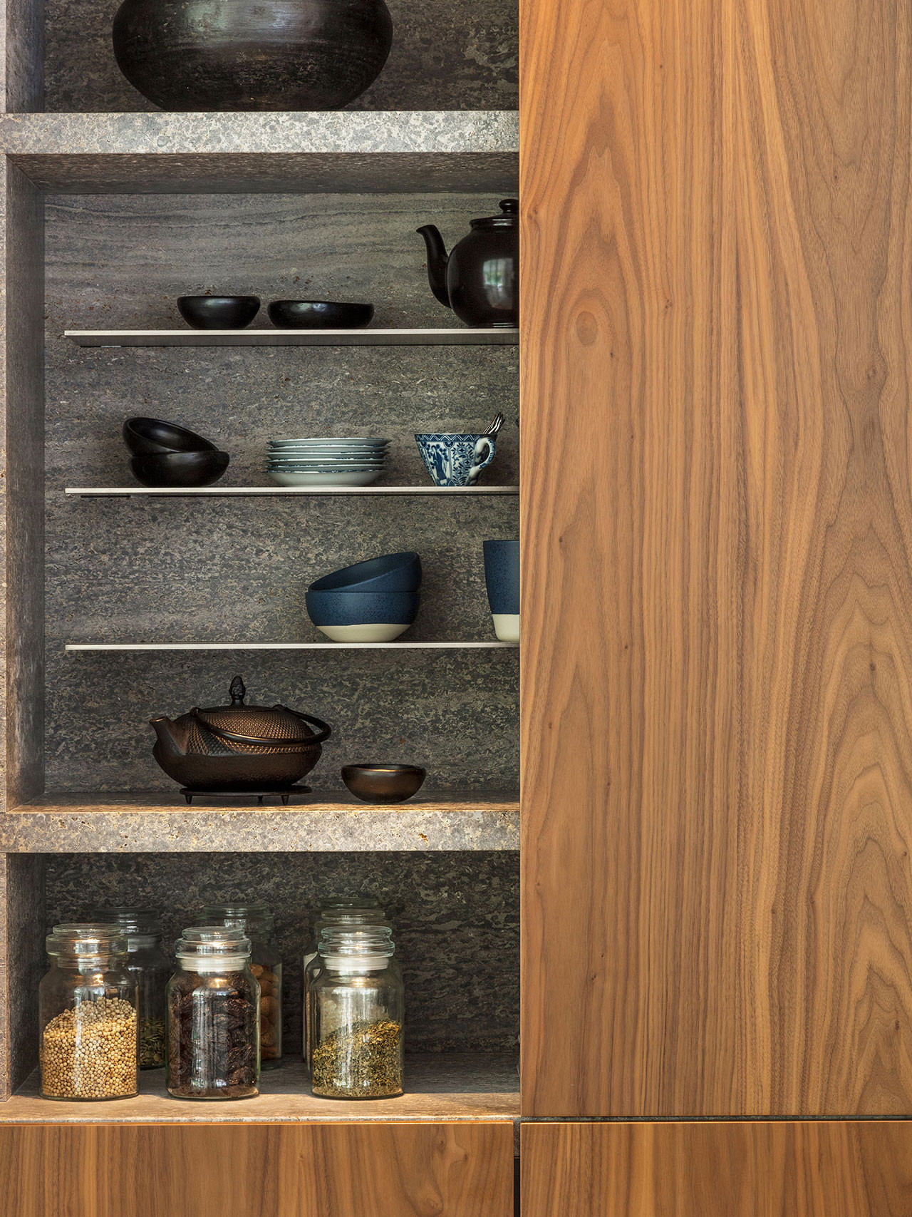 Dekeyzer-hedendaagse-keuken-notelaar-natuursteen-2.jpg