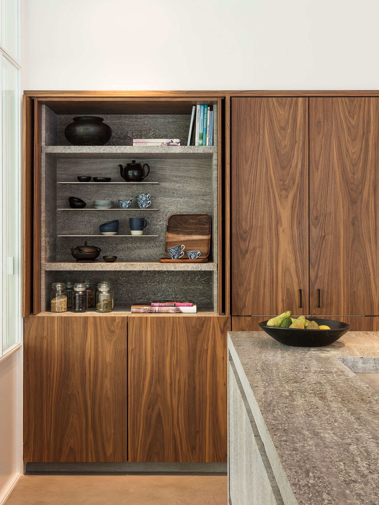 Dekeyzer-hedendaagse-keuken-notelaar-natuursteen-3.jpg