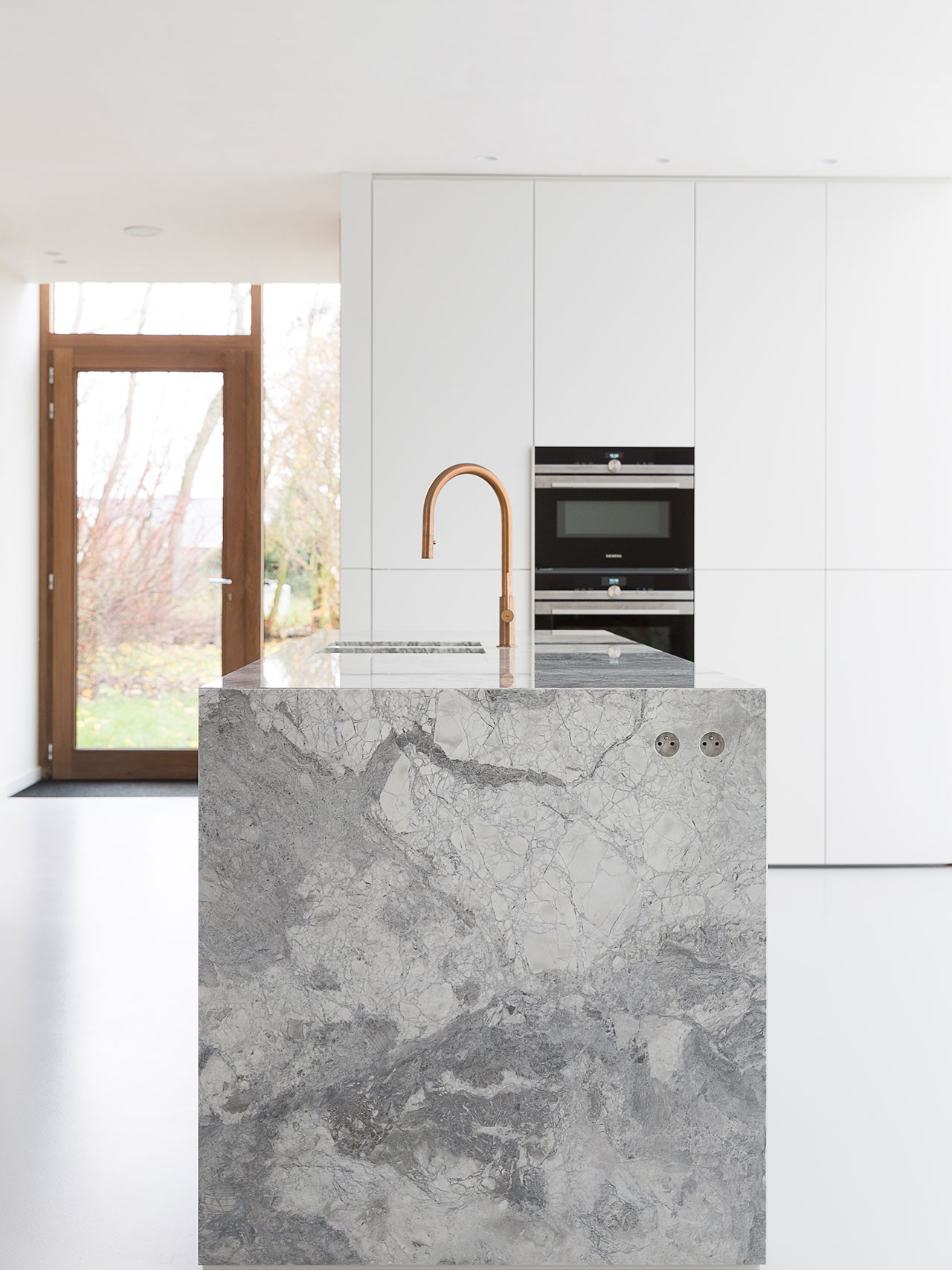 Dekeyzer-hedendaagse-keuken-realisatie-Gent-natuursteen-1.jpg