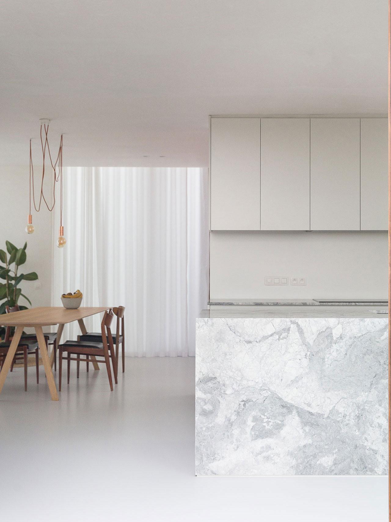 Dekeyzer-hedendaagse-keuken-realisatie-Gent-natuursteen-3.jpg