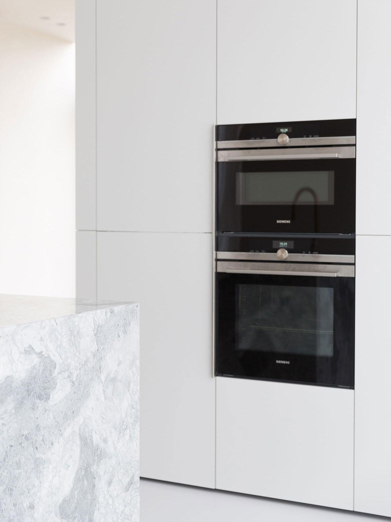 Dekeyzer-hedendaagse-keuken-realisatie-Gent-natuursteen-7.jpg