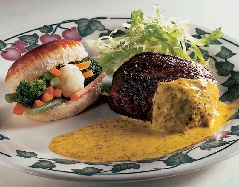 struisvogelsteak met graanmosterd en groentenbakje.jpg