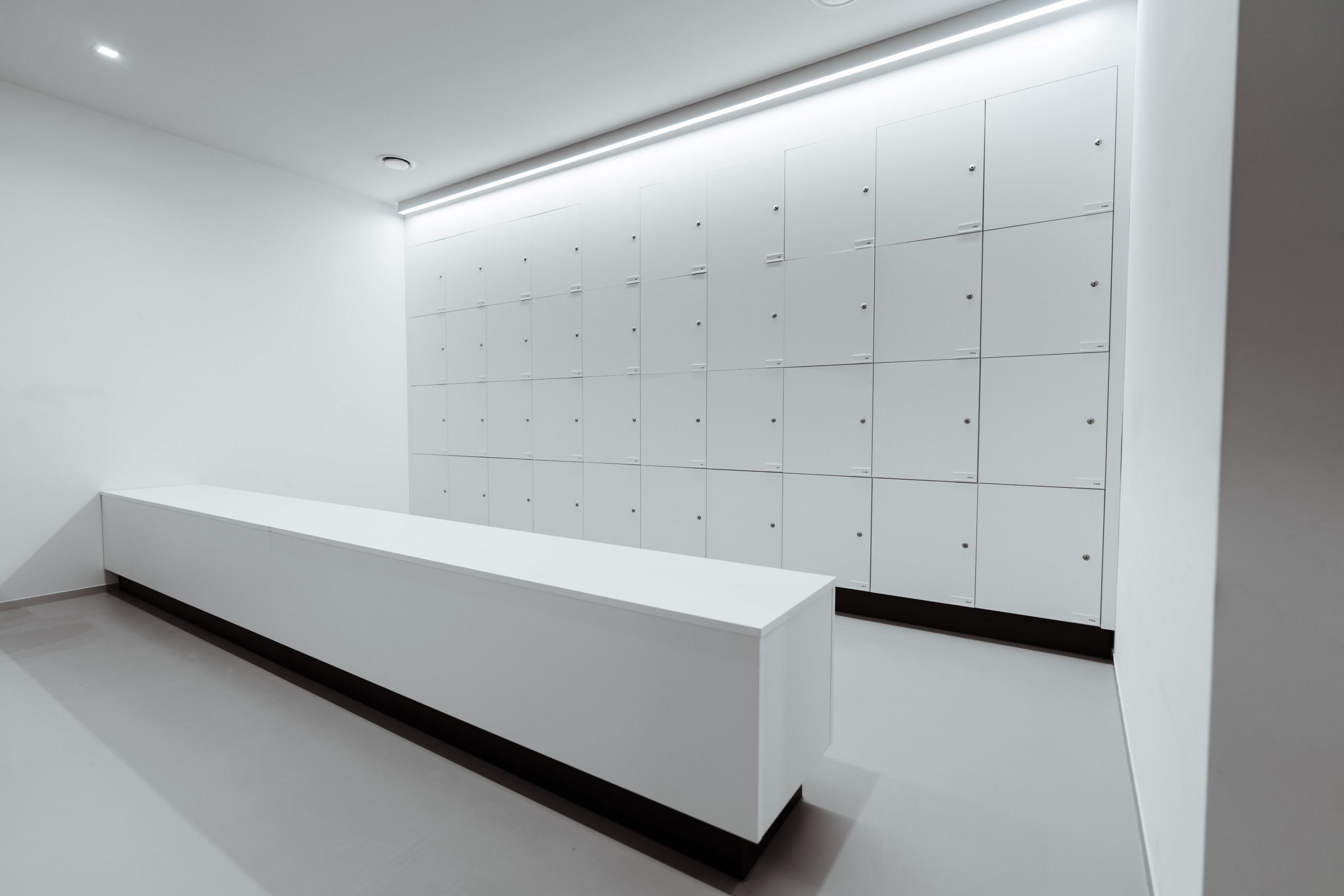 Lab furniture: lockers
