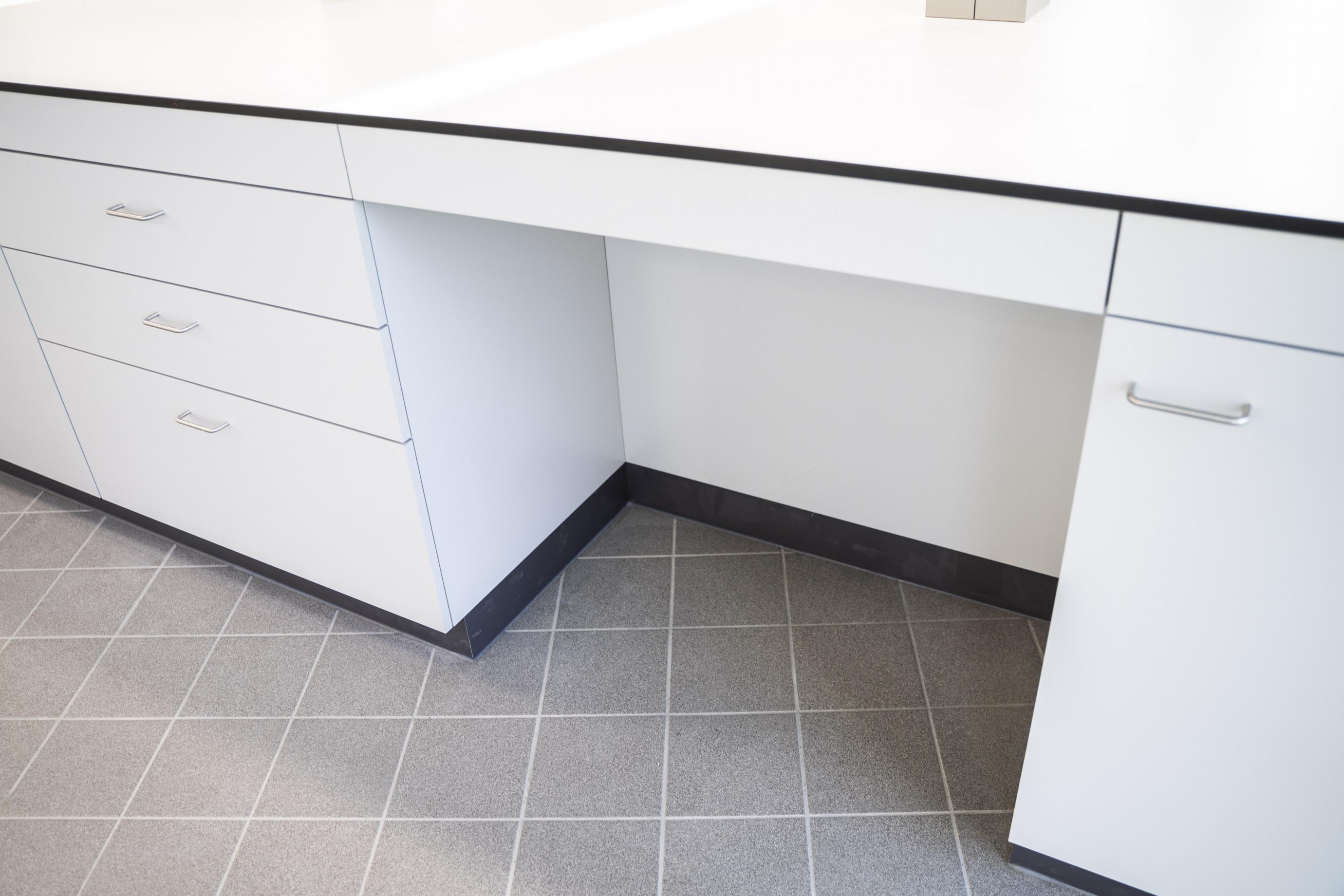 Table de laboratoire: espace d'assise