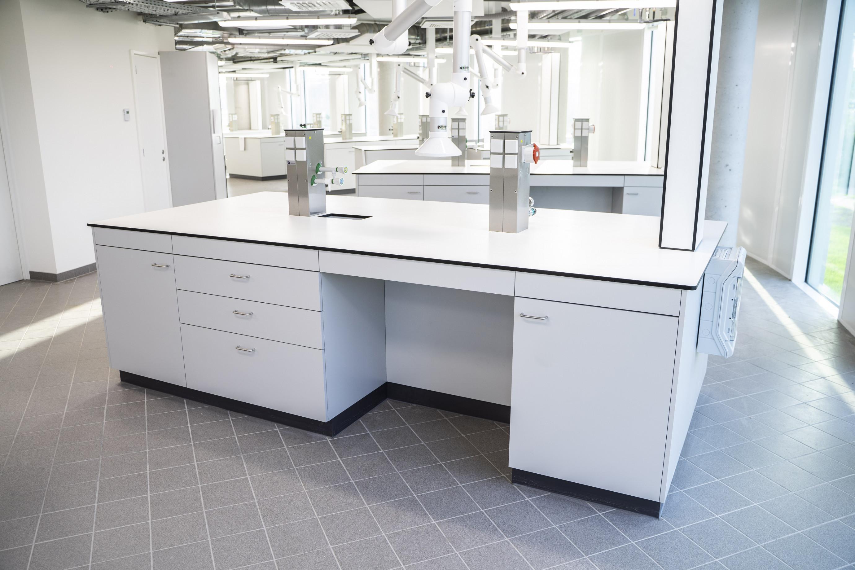 Mobilier de laboratoire: table centrale