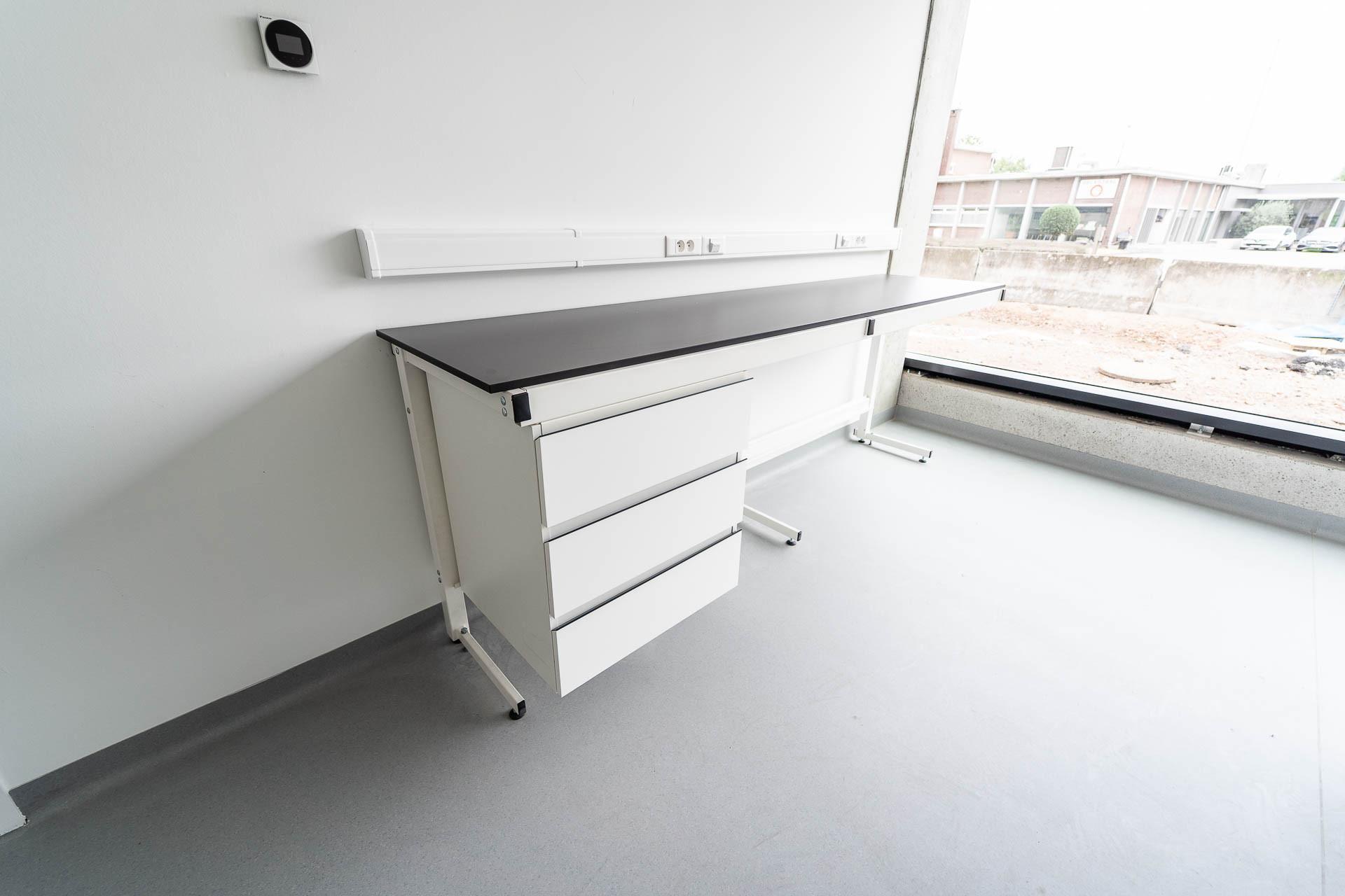 Table de labo type C