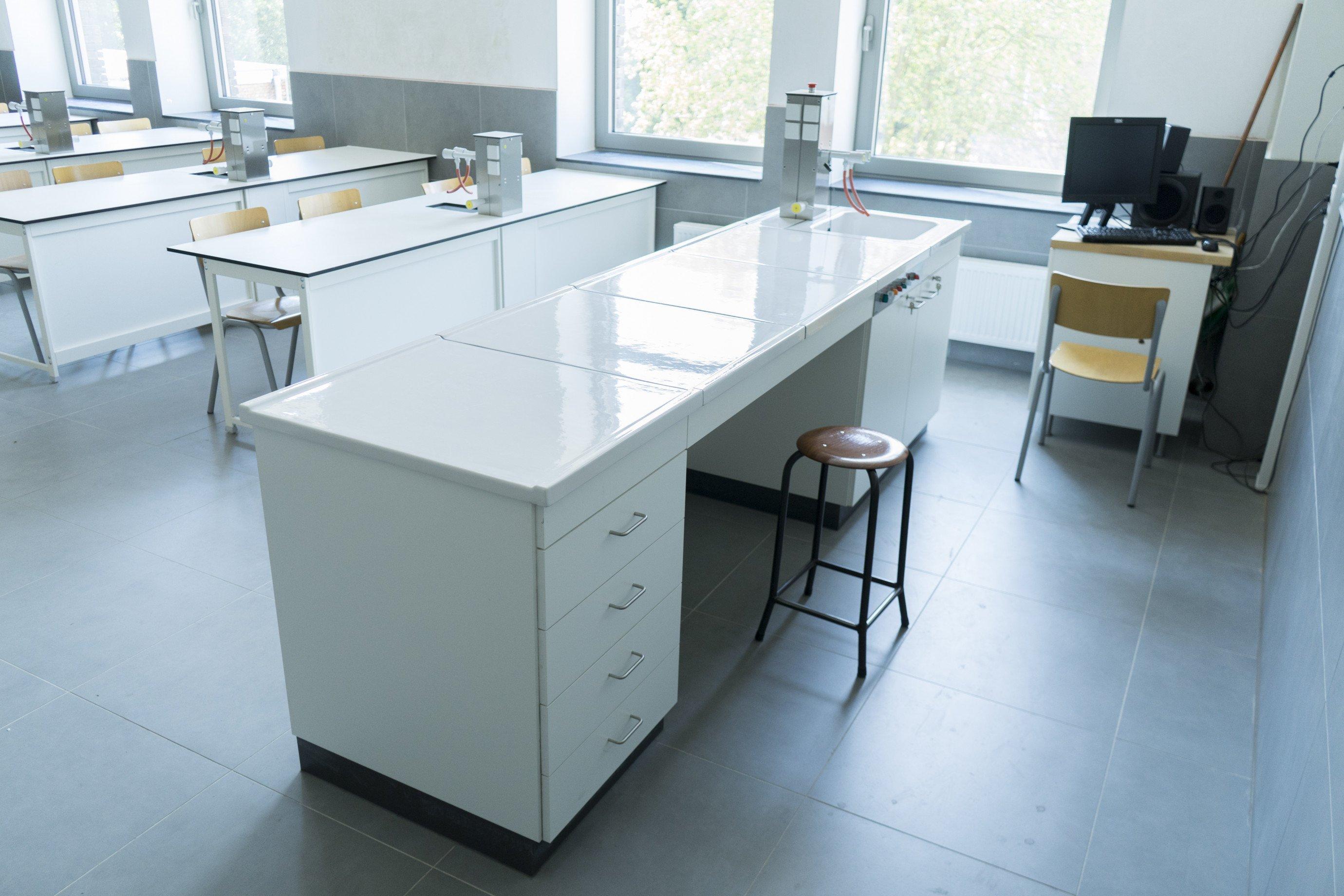 Laboratoriummeubilair: leraarstafel
