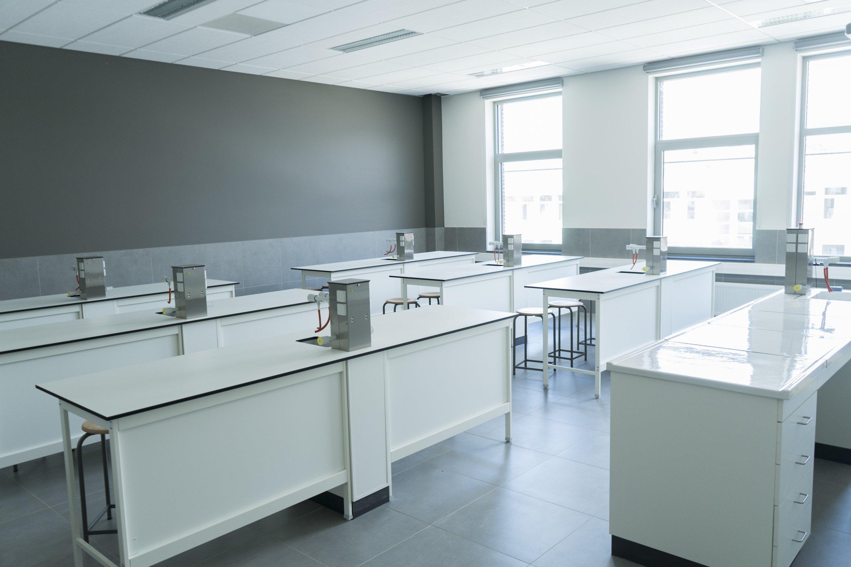 Inrichting laboklas: leerlingentafels