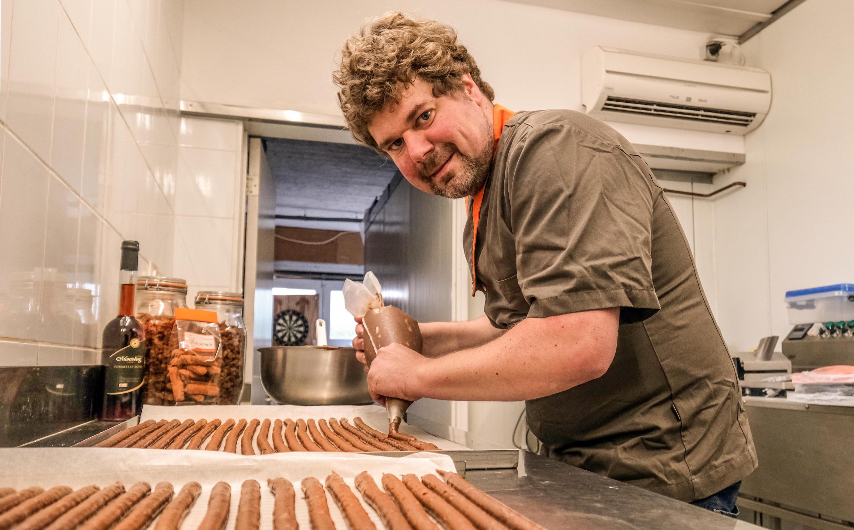 Henk Deleu Loker korte keten Joie de Chocolat.original.jpg