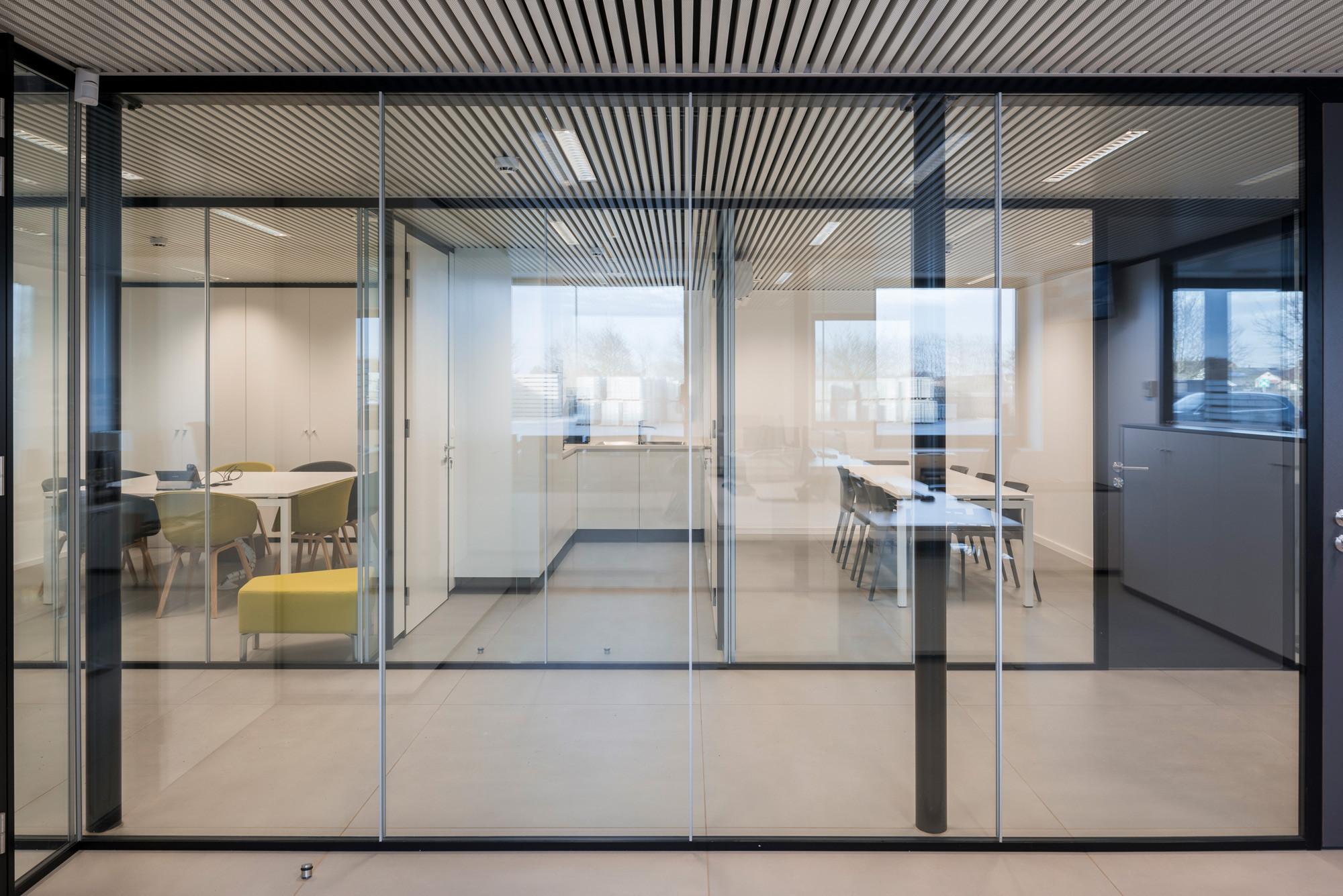 Kantoorgebouw_Komen_claeys Architecten-17.jpg