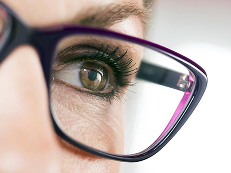 hoya-verbetert-uw-gezicht-naast-het-artikel[1]