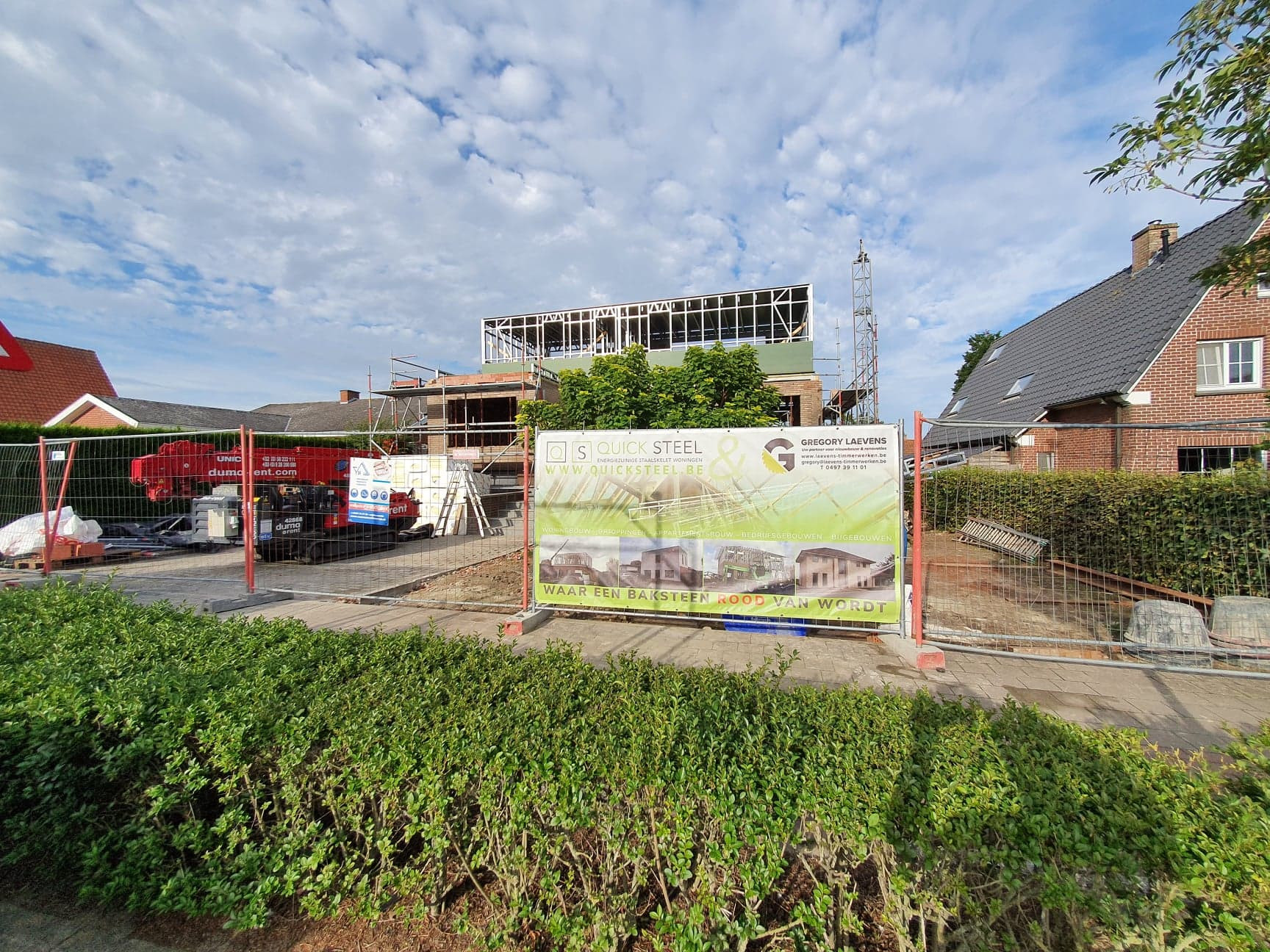 Optopping Oostkamp Steelframe Quicksteel straatzicht