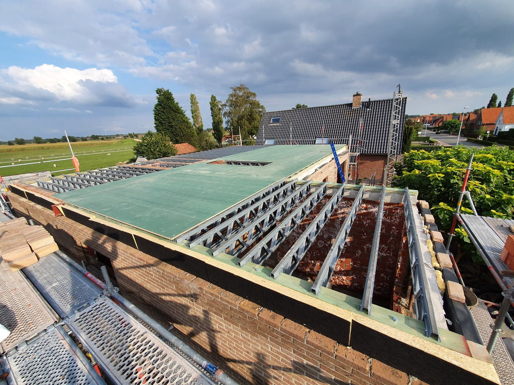 Optopping Oostkamp steelframe nieuwe tussenvloer