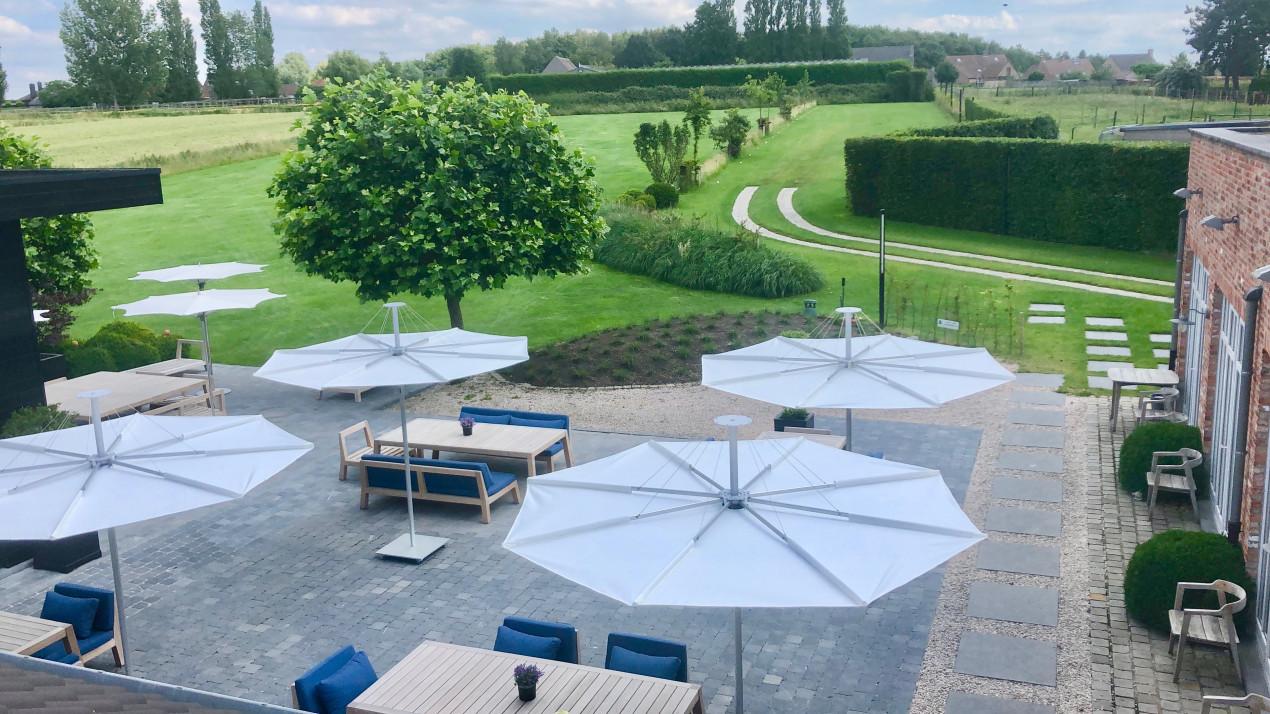 Infina centrale stokpapraol restaurant De Zilte Zoen, rond model, 2,5m, parasoldoek Solidum Natural