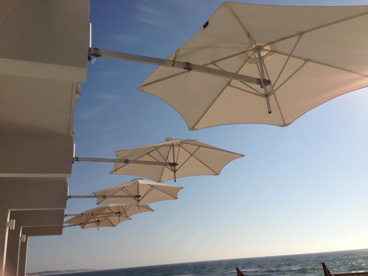 Wall mounted parasol Paraflex Hotel resort tofo mar SA HR.jpg