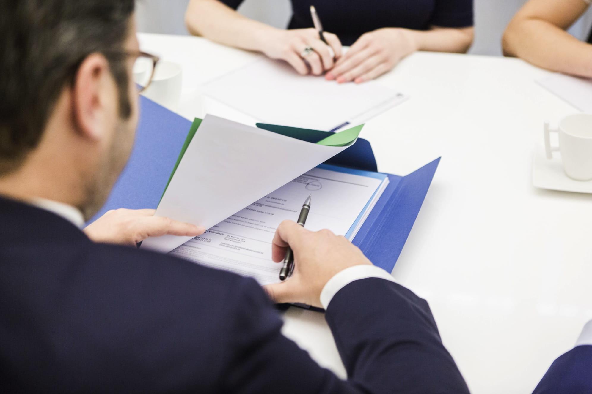 Advocatenkantoor in Roeselare en Waregem bestaande uit een team gespecialiseerde advocaten. Ontdek onze kernexpertises en neem vrijblijvend contact op voor juridische bijstand.