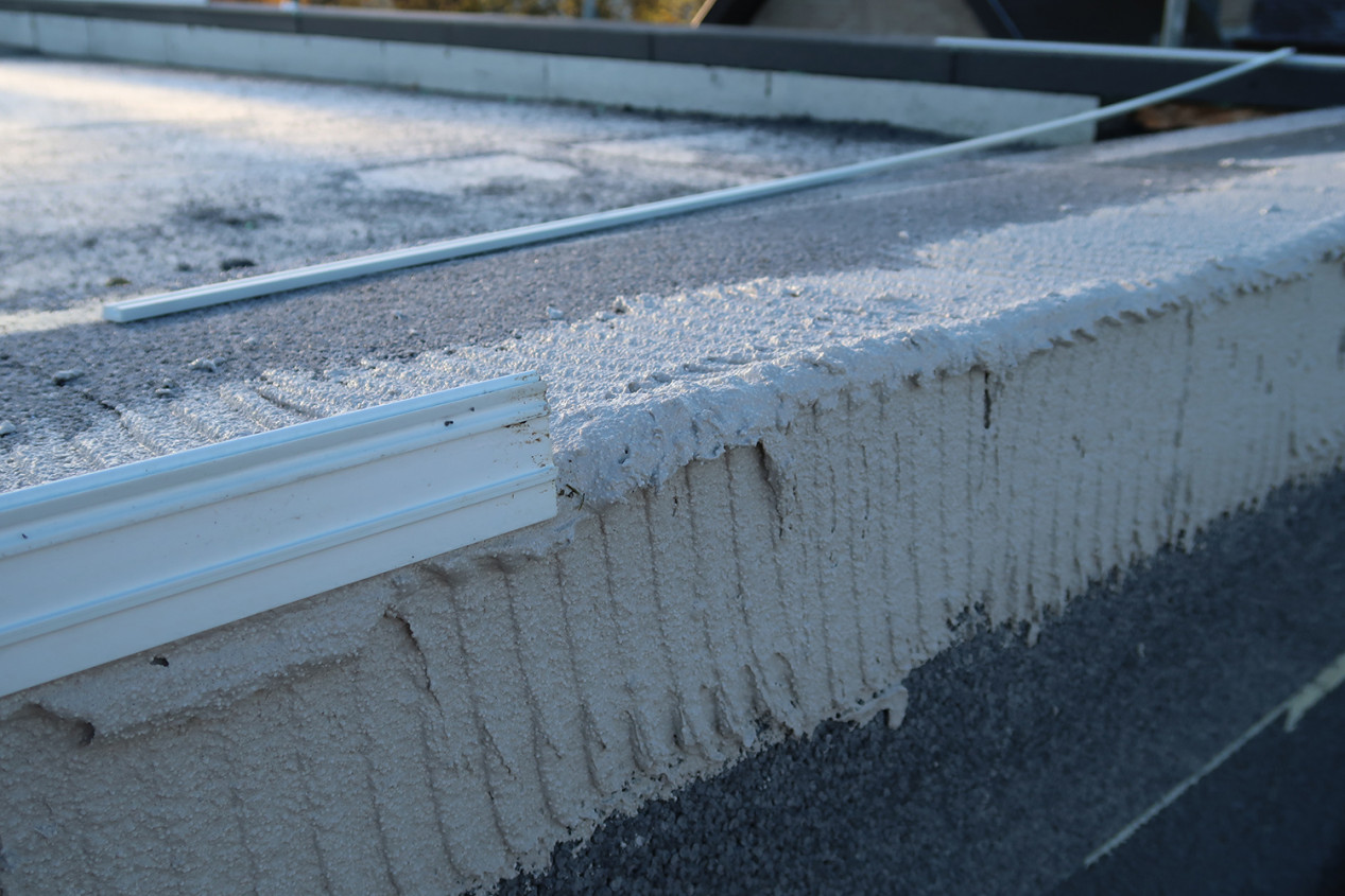Un profil de rive de toit révolutionnaire qui se fait invisible après mise en oeuvre. IMG_0521_web.jpg